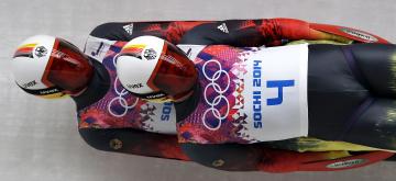 Картинка спорт другое лед сани саночники спортсмены сочи двойка немцы скорость олимпиада