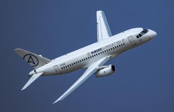 обоя sukhoi superjet-100, авиация, пассажирские самолёты, авиалайнер