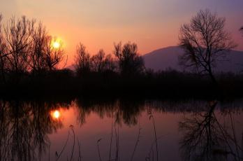 Картинка природа восходы закаты небо отражение закат озеро горы деревья солнце