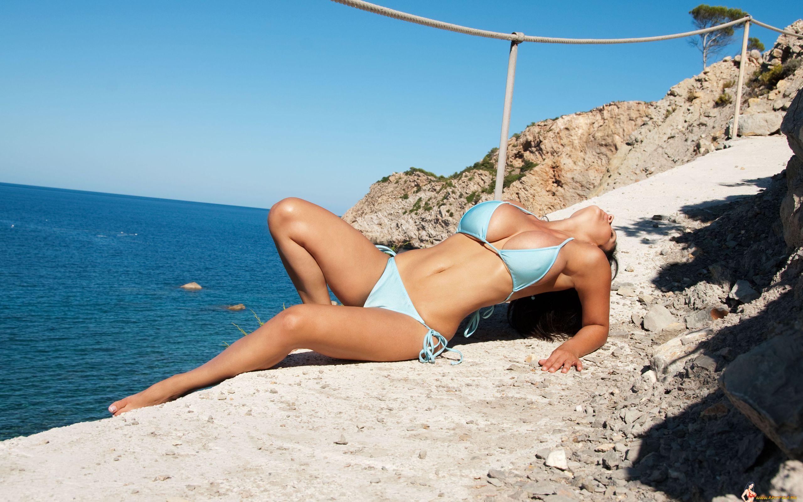 девушки на море частные фотографии - 10