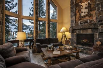 Картинка интерьер гостиная камин окна