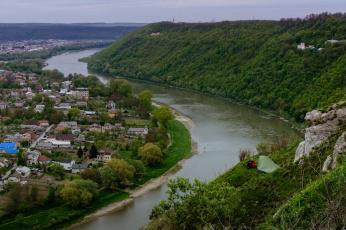 Картинка города -+панорамы лес река