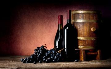 Картинка еда напитки +вино виноград вино бутылки бочка