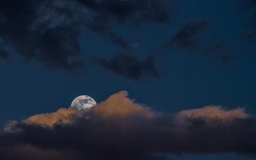 Картинка космос луна свет тучи облака небо