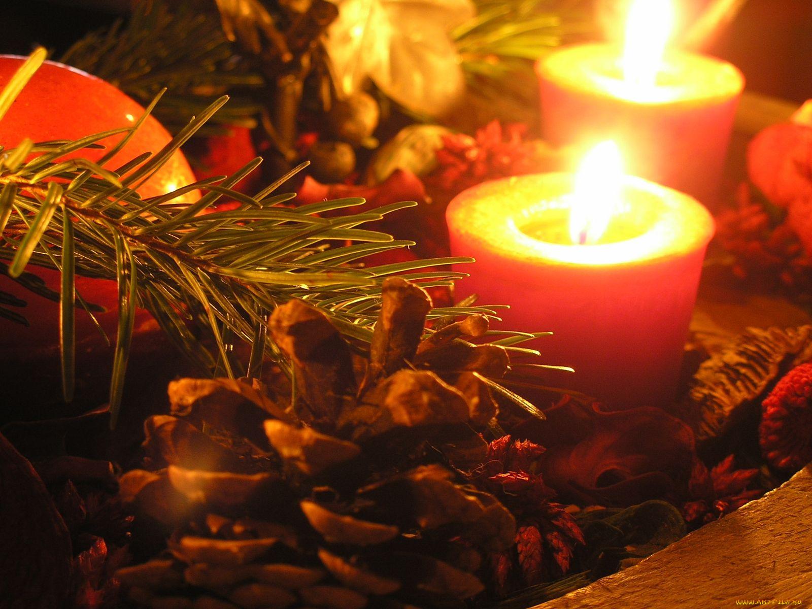 Свечи на новогодних открытках, беременной женщиной