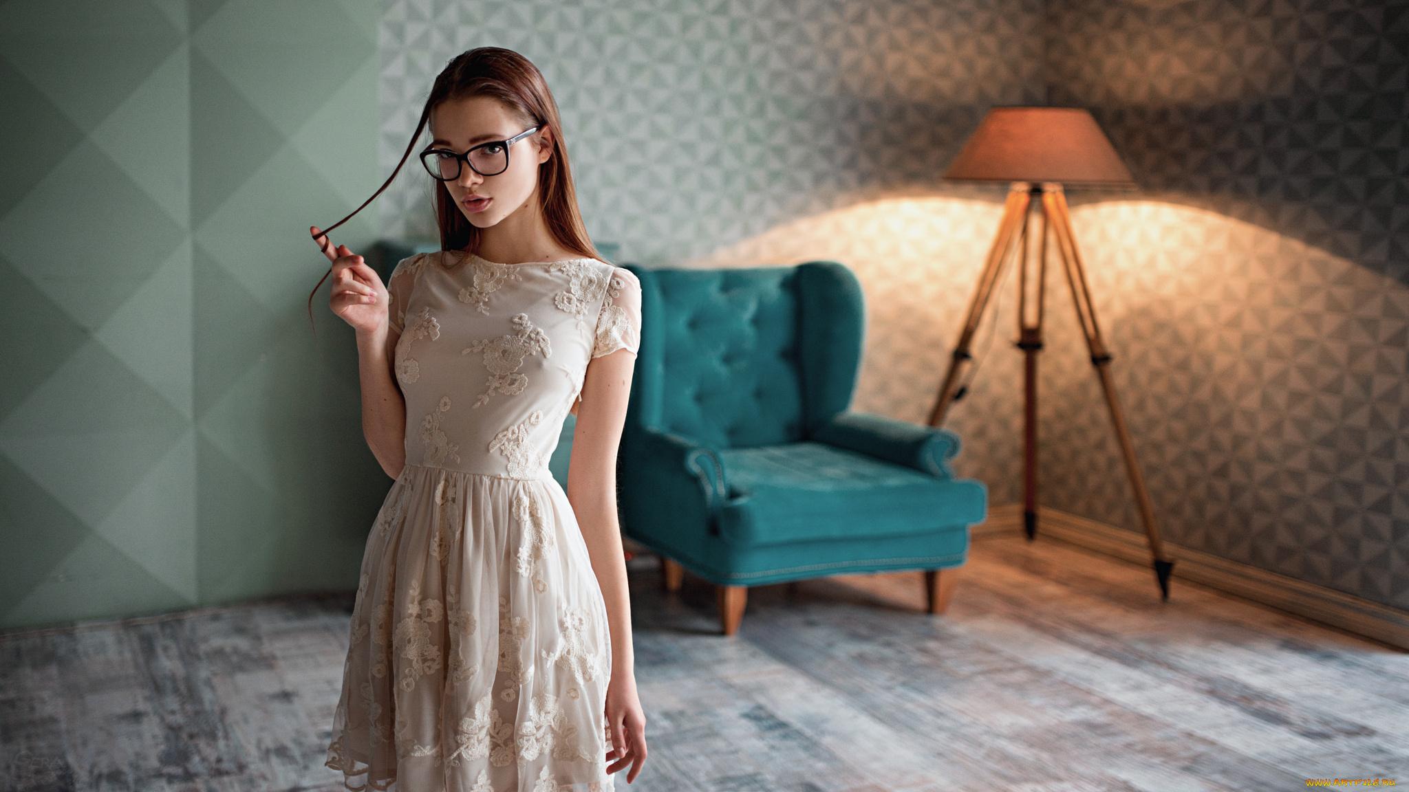 Качественное девушек в платьях