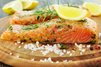 обоя еда, рыба,  морепродукты,  суши,  роллы, форель, лимон, соль, розмарин, перец