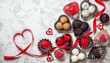 обоя праздничные, день святого валентина,  сердечки,  любовь, угощение, конфеты, пирожные, сердечки
