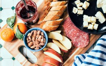 обоя еда, разное, яблоко, миндаль, джем, багет, колбаса, сыр