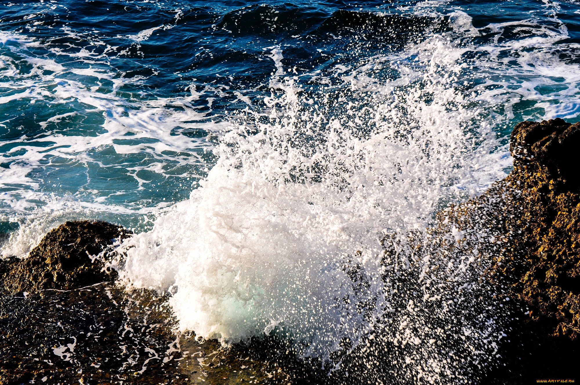 брызги вода море камень  № 2149597 загрузить