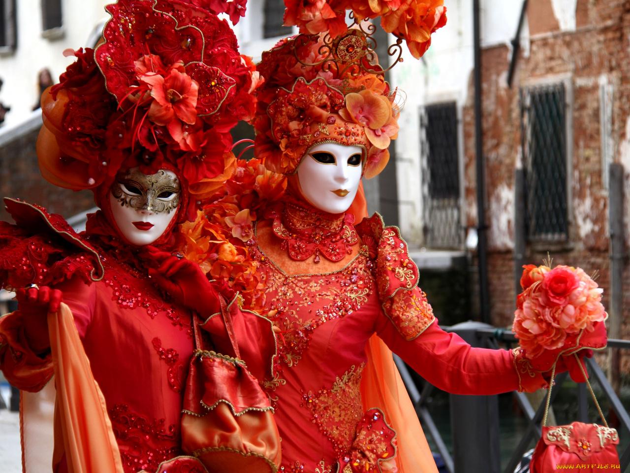 желающий костюмы в масках фото почему разнообразить