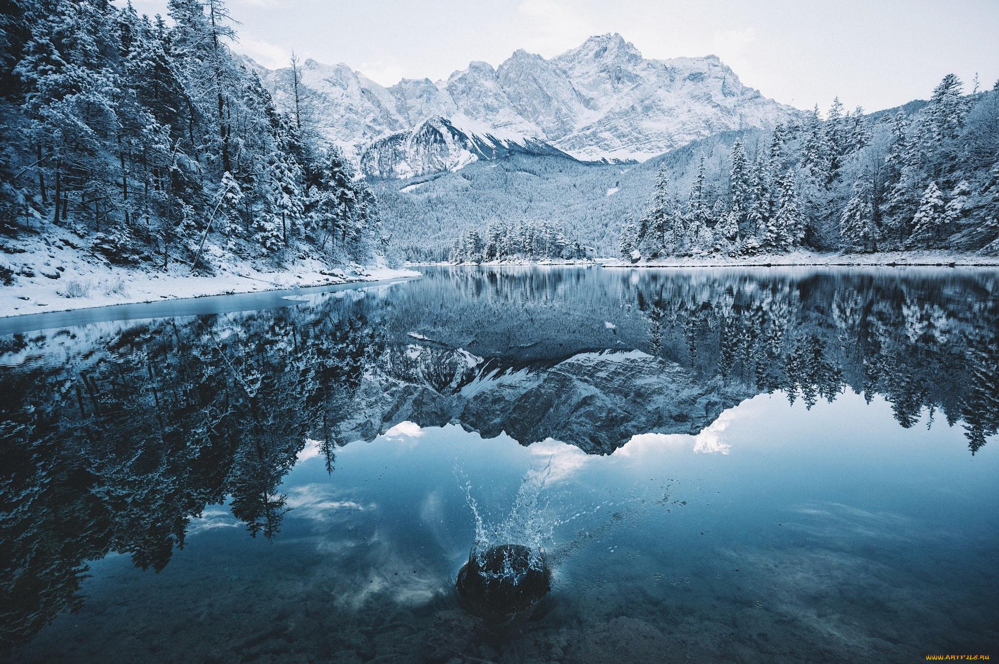 озеро горы снег  № 2476729 бесплатно