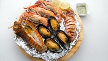 обоя еда, рыба,  морепродукты,  суши,  роллы, соус, креветки, мидии, краб
