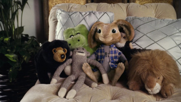 Картинка разное игрушки кровать подушки мягкие