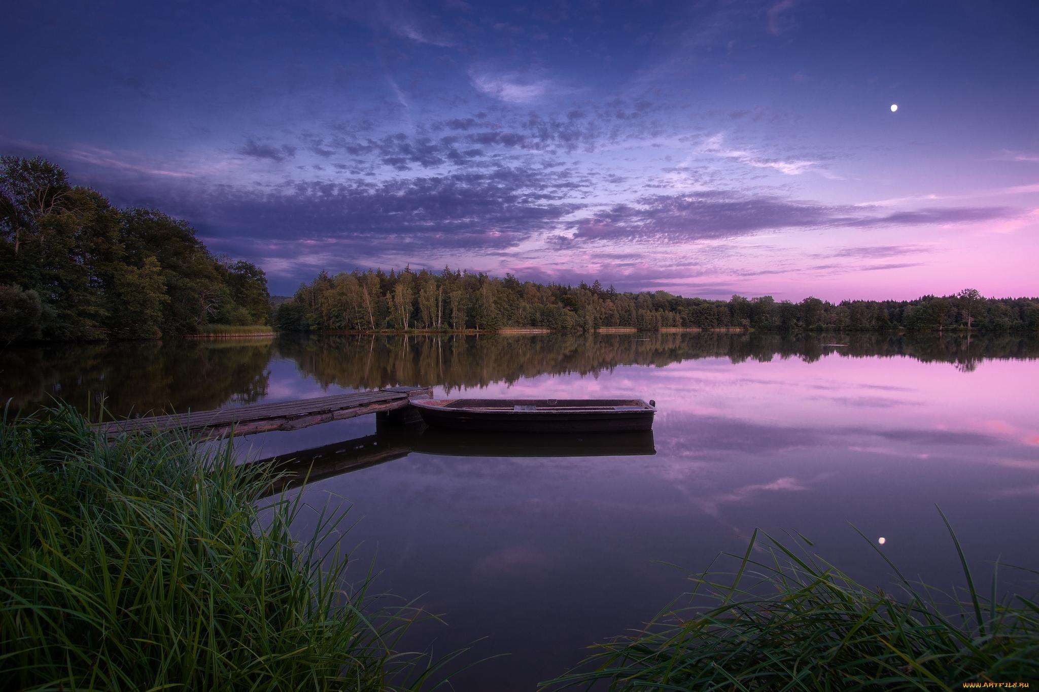озеро в лесу на закате  № 380240 загрузить