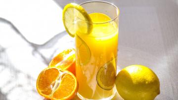 обоя еда, напитки,  сок, апельсины, стакан, лимон