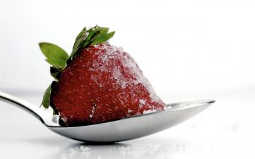 обоя еда, клубника,  земляника, сахар, ложка, ягодка