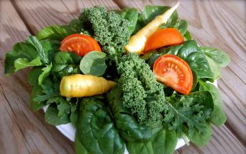 обоя еда, овощи, зелень, шпинат, помидор, морковь