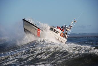 обоя корабли, катера, волны, брызги, береговая, охрана