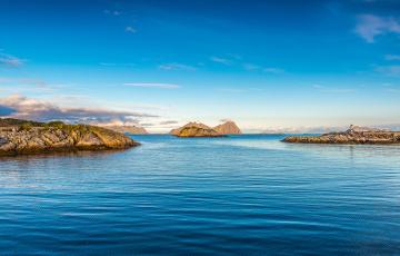 обоя природа, побережье, море, остров, маяк, небо, скалы, облака