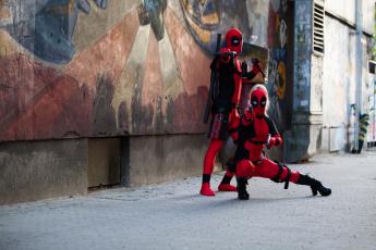 обоя разное, cosplay , косплей, оружие, униформа, фон, мужчина, девушка