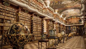 обоя национальная библиотека Чешской республики, интерьер, кабинет,  библиотека,  офис, глобусы, книги, балкон, роспись, потолок, часы