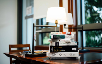 обоя разное, канцелярия,  книги, книги, лампа