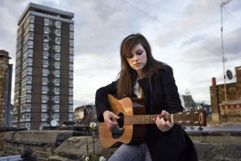 Картинка amy macdonald музыка музыкант софт-рок фолк инди-поп рок гитара шотландия