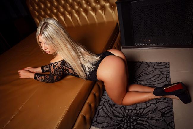 Попа блондинки фото