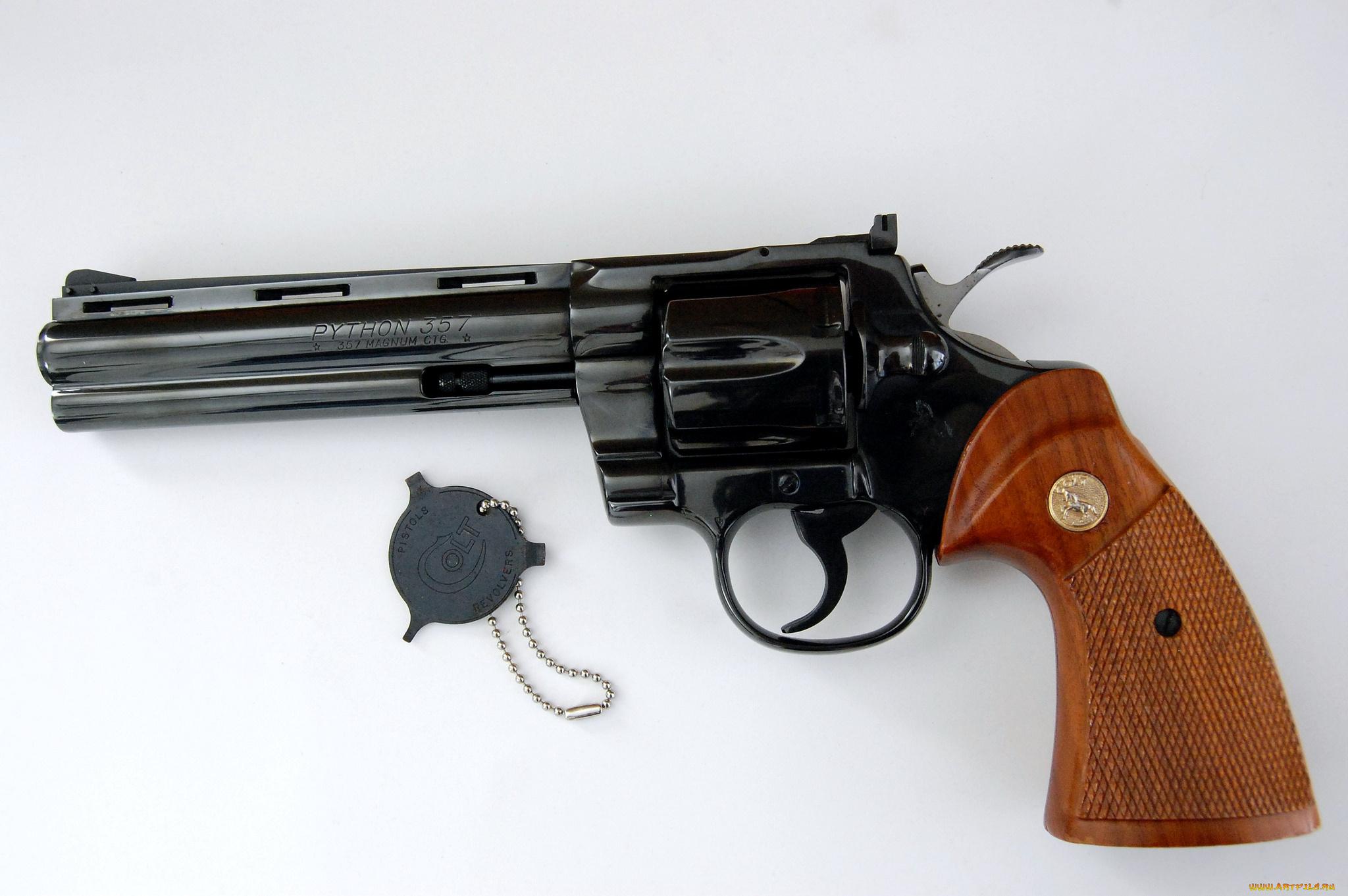 ныне закрытый фото обычного черного ствола револьвера безупречную эстетику