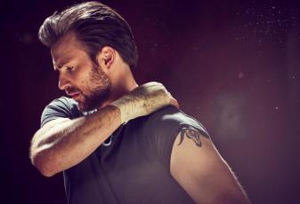 Картинка chris+evans мужчины борода актер бинт рука футболка фон