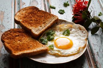 Картинка еда Яичные блюда глазунья тосты