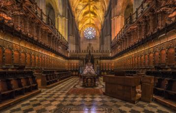 Картинка catedral+de+sevilla интерьер убранство +роспись+храма храм