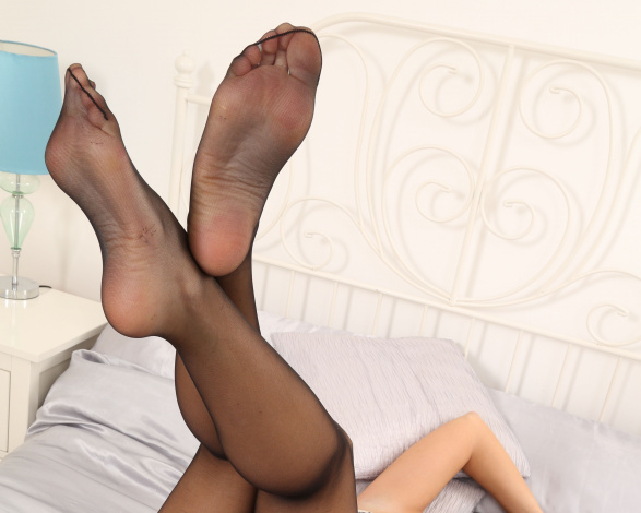 Фото женские ступни в колготках