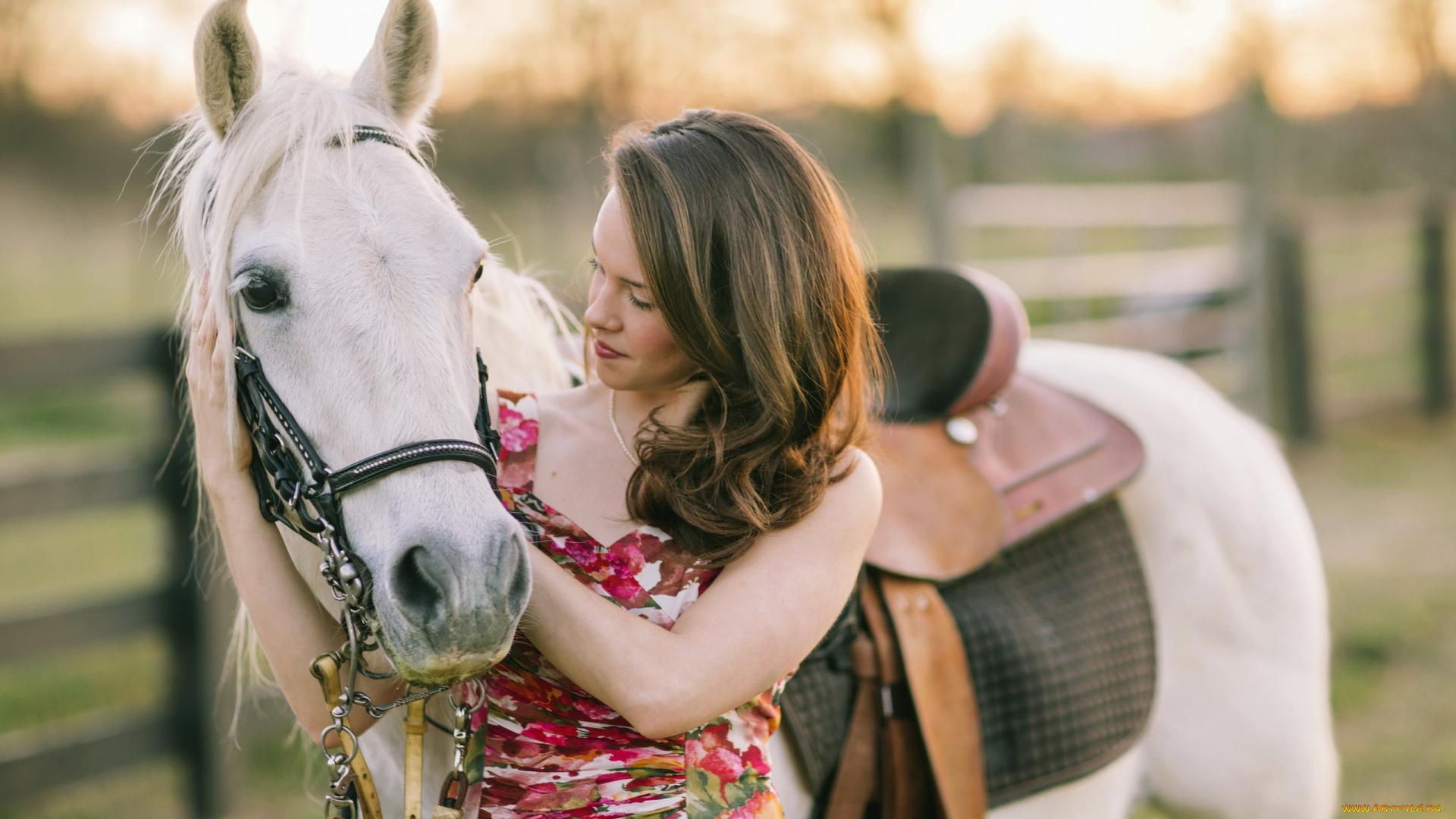 девушка с лошадью смотреть
