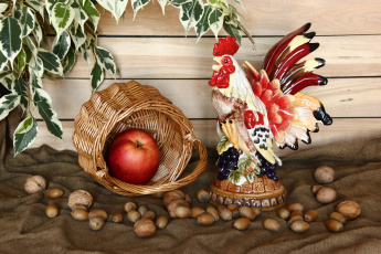 обоя еда, натюрморт, яблоки, корзина, орехи, листья, фигурка, петух
