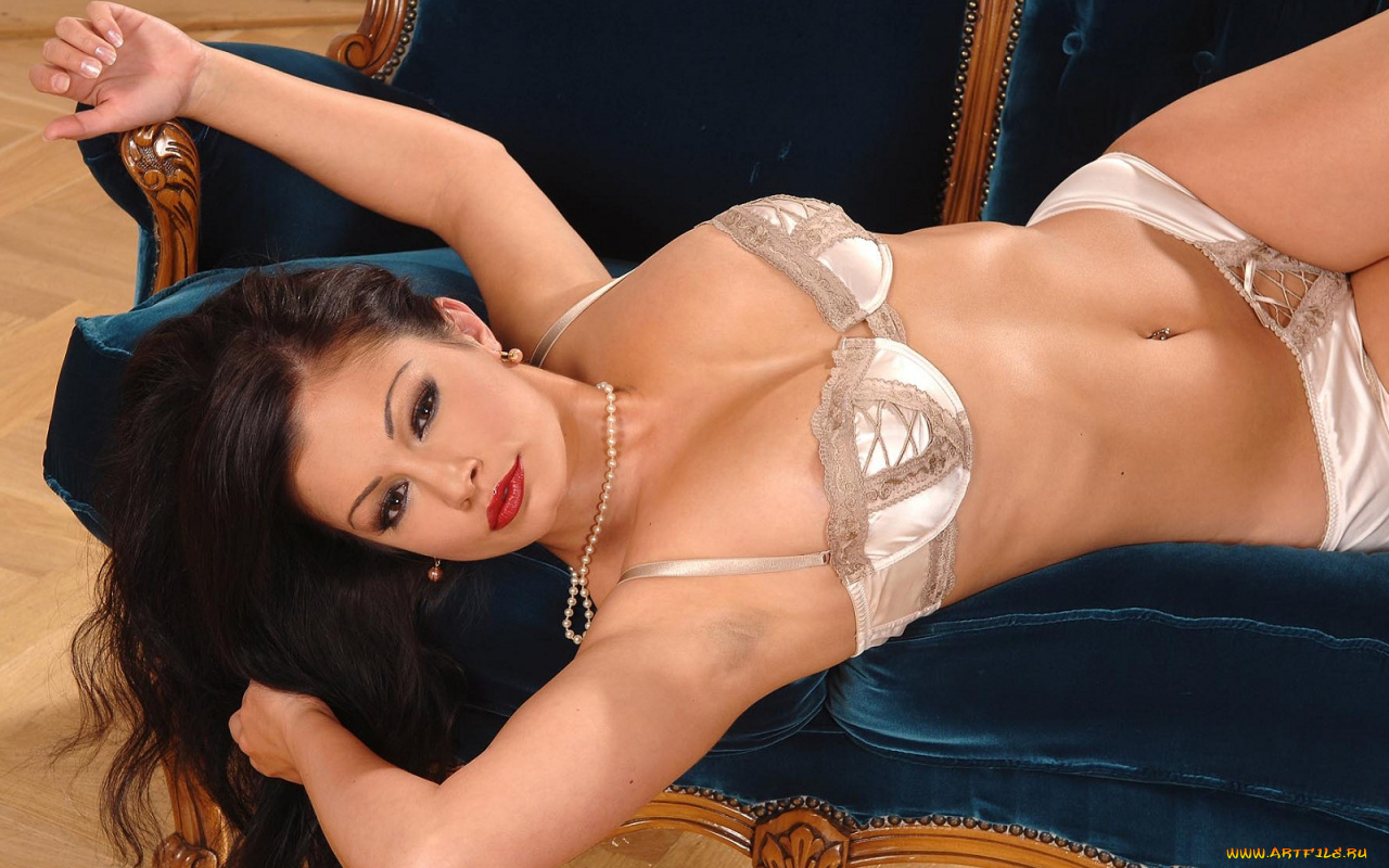 Brunette MILF Aria Giovanni slips out of her see thru dress № 1078763 без смс