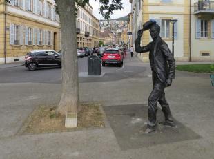 обоя города, - памятники,  скульптуры,  арт-объекты, улицы, город, скульптура, дома