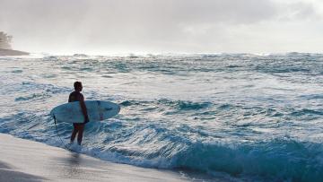 обоя спорт, серфинг, море, волны, берег, серф, серфер, парень