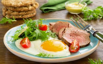 обоя еда, Яичные блюда, ветчина, помидор, мясо, вилка, горчица, тарелка, яичница, зелень, томаты