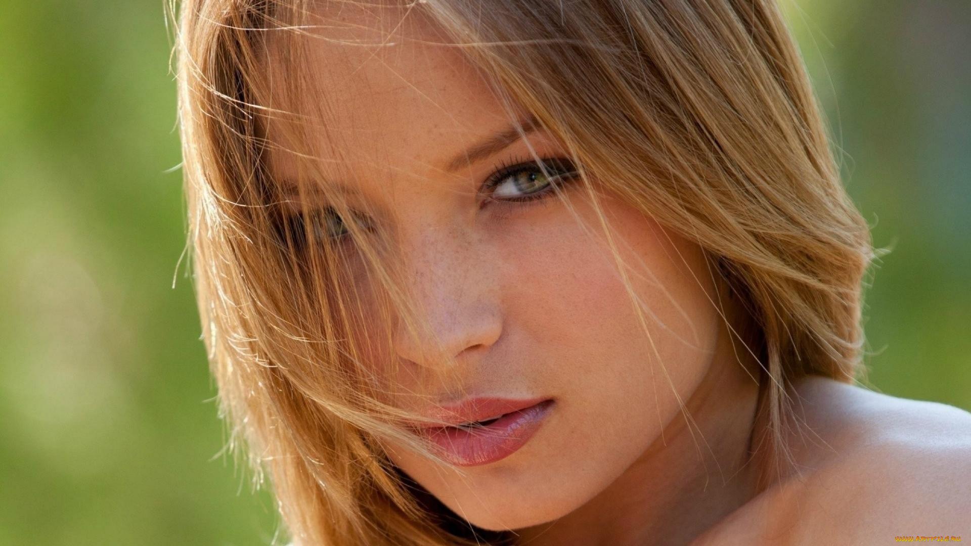 Девушка блондинка взгляд лицо без регистрации