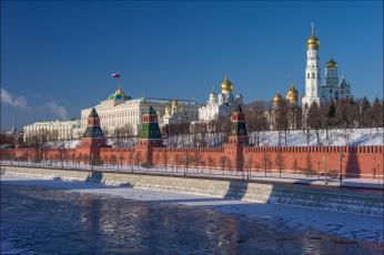 обоя города, москва , россия, москва-река, кремлёвская, набережная, большой, кремлёвский, дворец, соборы, колокольня, ивана, великого, река, москва, архангельский, собор, благовещенский, московский, кремль, зима, башни, успенский, храмы
