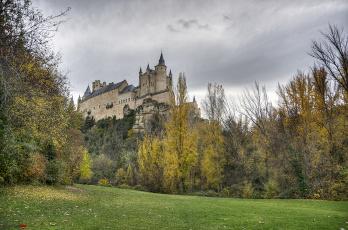 Картинка alc& 225 zar+de+segovia +espa& 241 города замки+испании замок лес