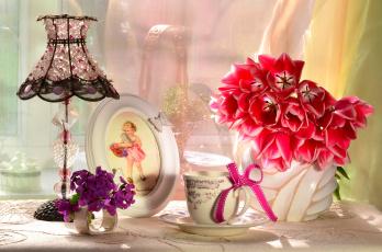 Картинка разное предметы+быта чашка букет цветы тюльпаны абажур лампа девочка рамка бантик