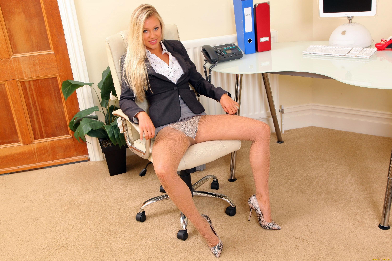 Секретарша раздвинула ноги