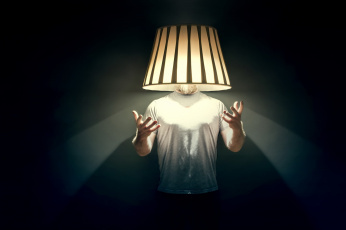 обоя юмор и приколы, фон, светильник, человек