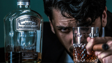 обоя бренды, jack daniel`s, бокал, бутылка, мужчина, виски