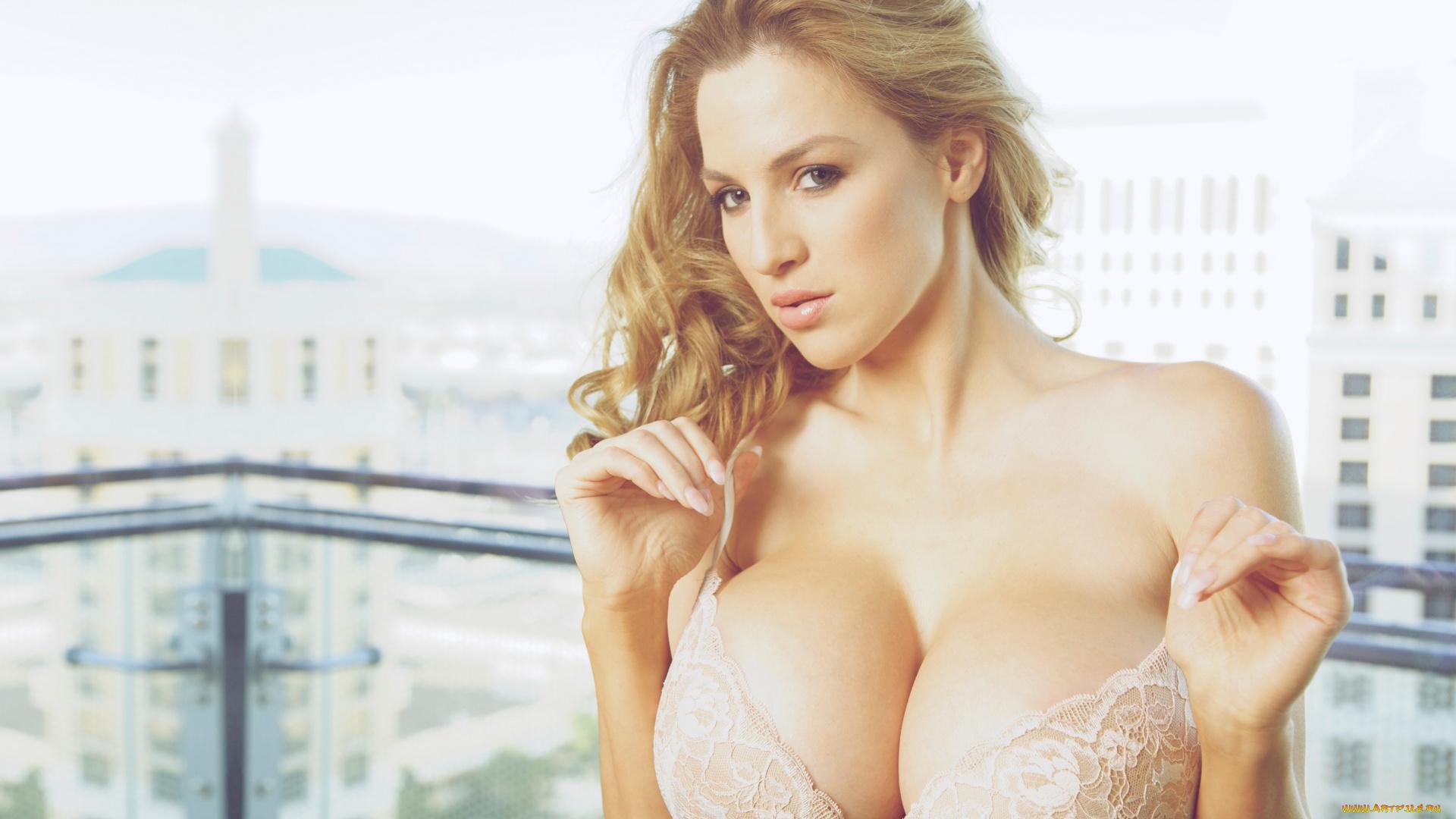 Порно с девочками грудью 4 размера