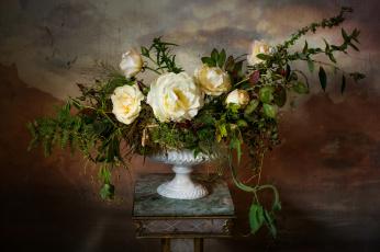 обоя цветы, розы, композиция, ваза, зелень
