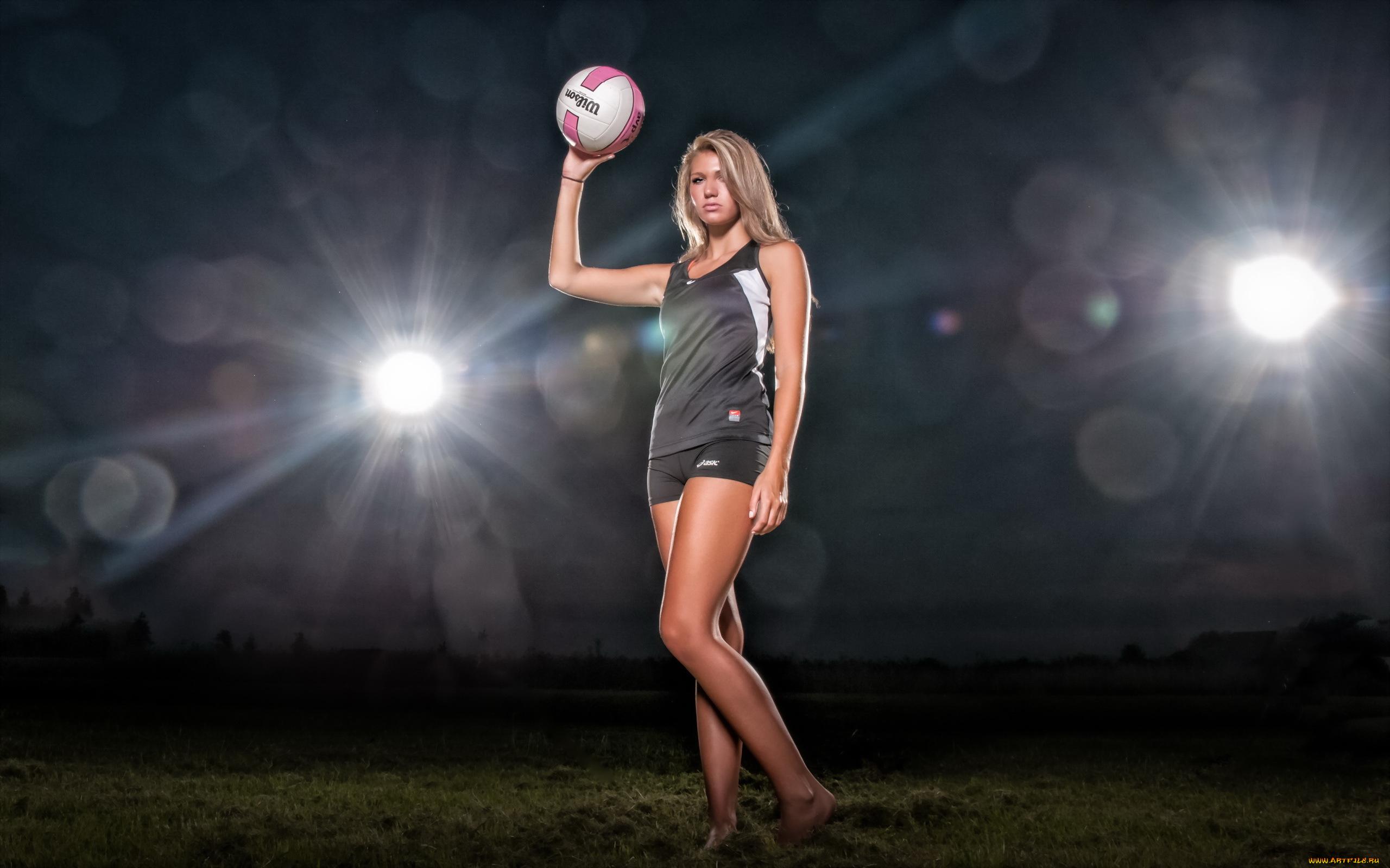 Голая девушка и большой мяч фото — img 3